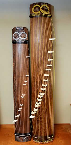 左から 十三絃箏 十七絃箏
